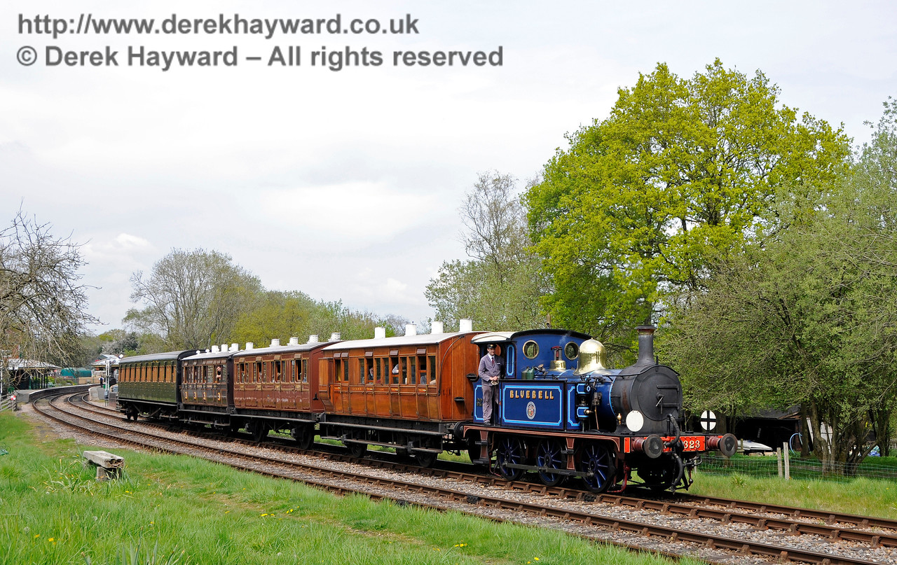 323 leaves Kingscote with a service train. 07.05.2016 15064