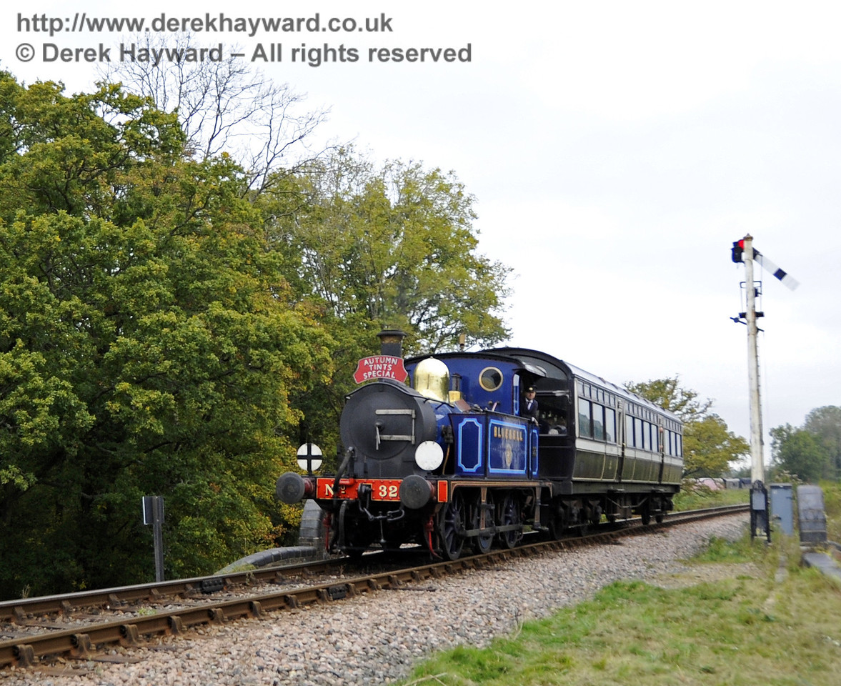323 Bluebell passes over New Road Bridge with an Autumn Tints train.  21.10.2011  3002