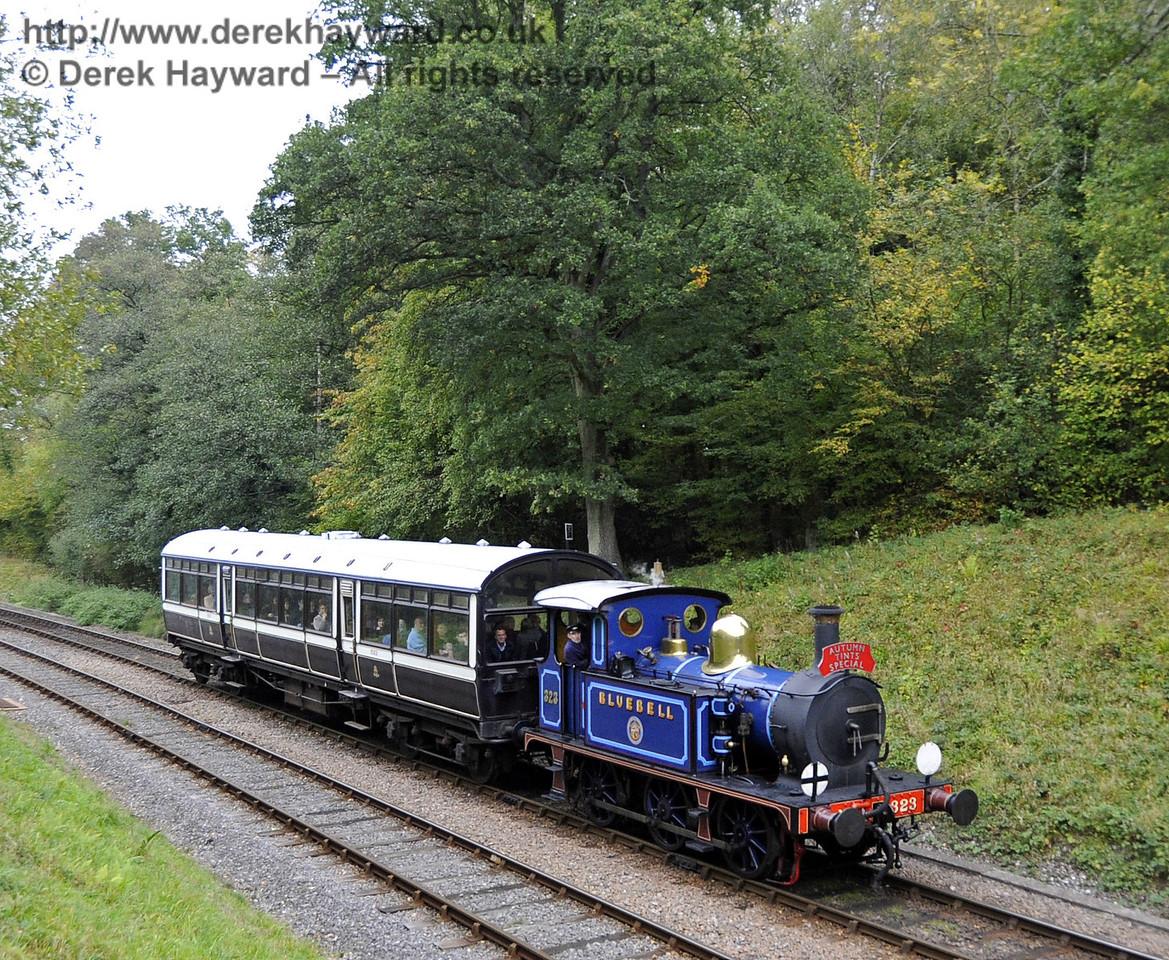 323 Bluebell steams towards Leamland Bridge with an Autumn Tints train.  21.10.2011  2996
