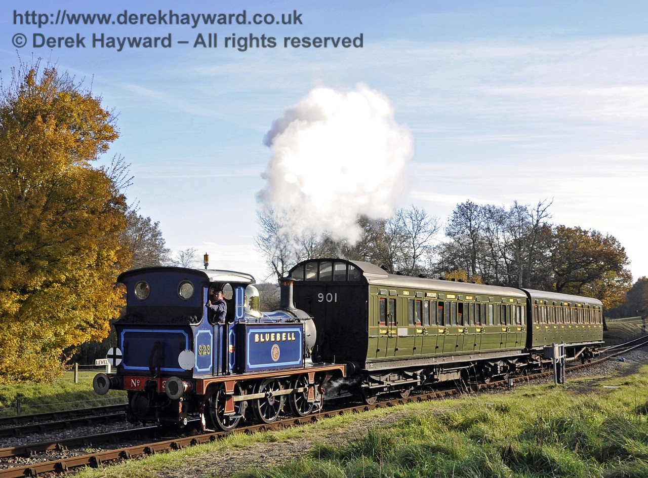 323 Bluebell arrives at Kingscote.  18.11.2012  5770