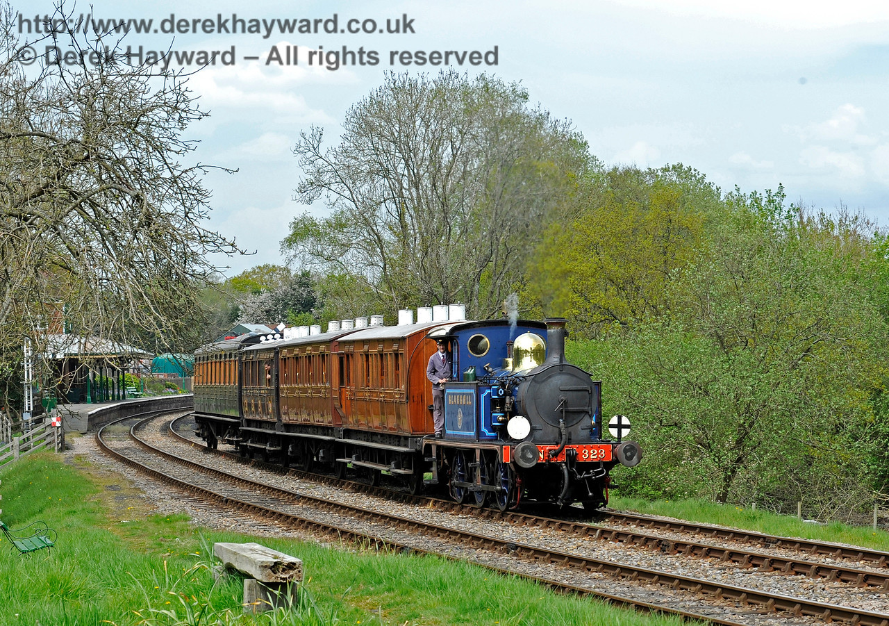 323 leaves Kingscote with a service train. 07.05.2016 12975