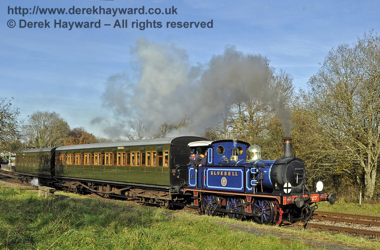 323 Bluebell leaves Kingscote with a southbound service.  18.11.2012  5811