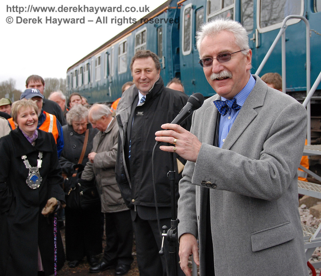 Graham Flight, Chairman and Secretary, Bluebell PLC says a few words. East Grinstead 17.01.2009  103