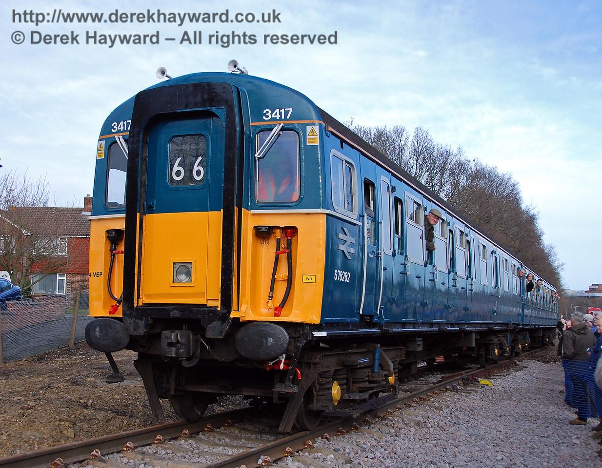 3417 Gordon Pettitt runs down the line that will link Network Rail with the Bluebell Railway. East Grinstead 17.01.2009  47