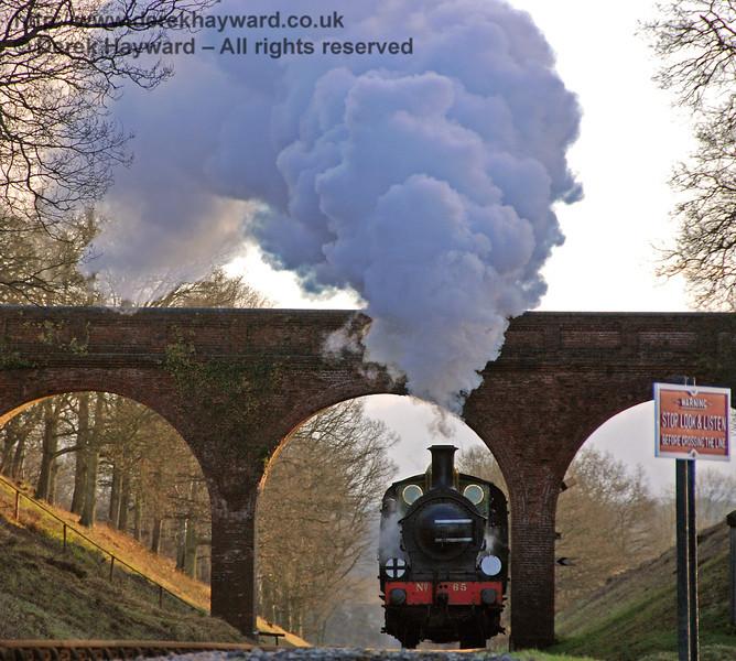 65 creates steam effects at Three Arch Bridge.  12.01.2008  0058