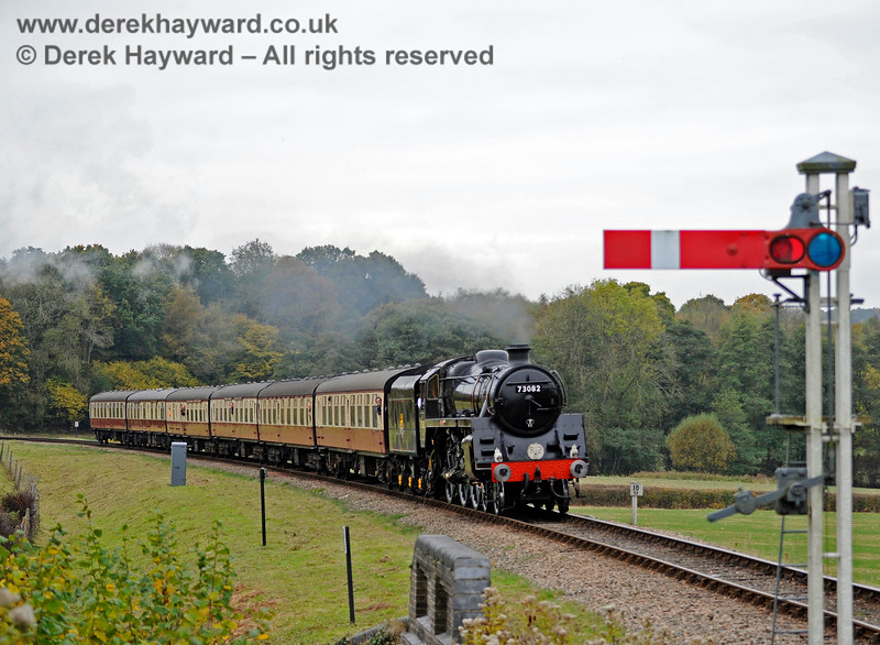 73082 approaches New Road Bridge with a nice set of coaches. 29.10.2016 14491