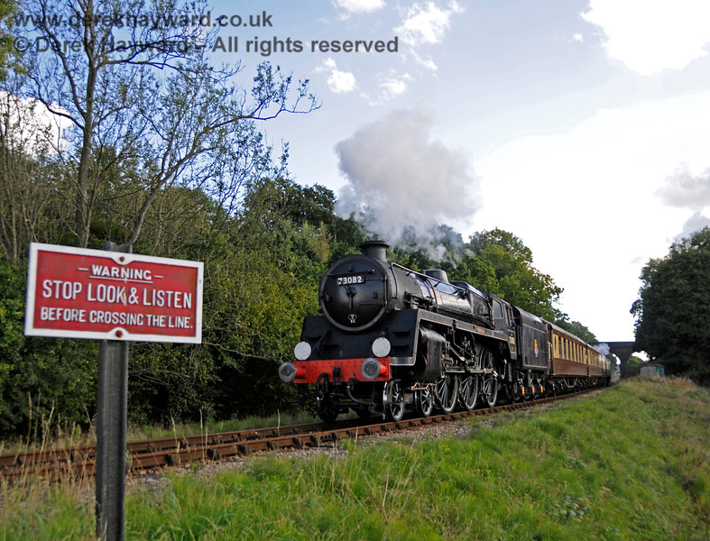 73082 Camelot steams north from Three Arch Bridge with the Pullman. 02.10.2016 16432