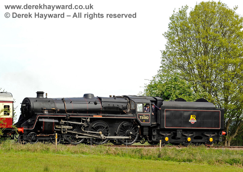 73082 steams south towards Sheffield Park. 06.05.2017 15105