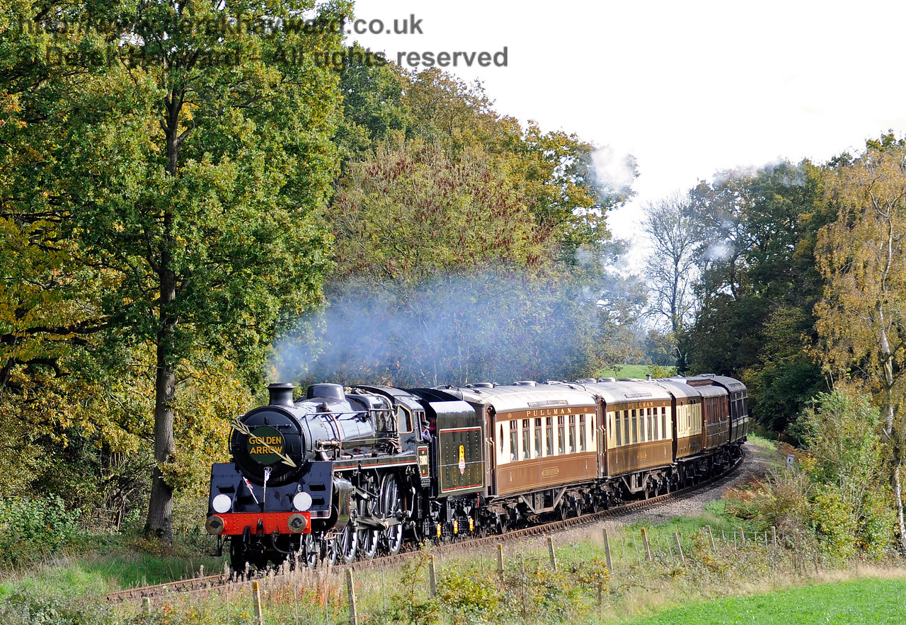 73082 Camelot rounds the bend from Sloop Bridge with the Golden Arrow.  25.10.2015  12302