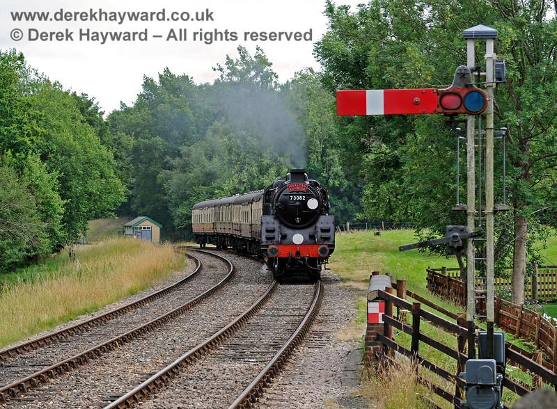 73082 Camelot approaches Kingscote with the Wealden Rambler. 15.07.2017 15791