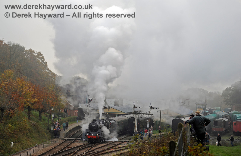 It's a bit foggy as 73082 Camelot leaves Horsted Keynes.  It is certainly unusual not to be able to see the far end of the station clearly. 01.11.2015 12477