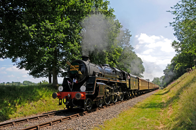 73082 Camelot in Mill Place cutting with the Golden Arrow. 09.07.2017 17539