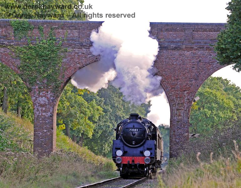 73082 passes through Three Arch Bridge 02.10.2016 14092