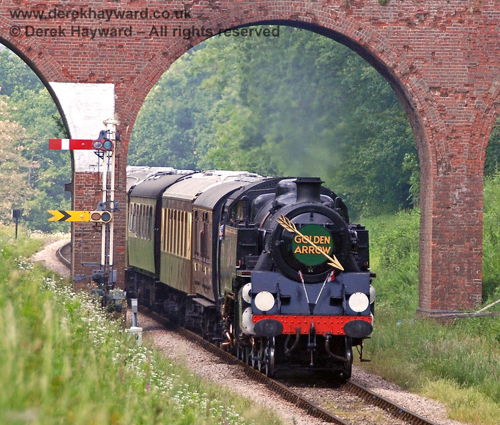80151 steams under Three Arch Bridge with the Golden Arrow. 03.06.2007