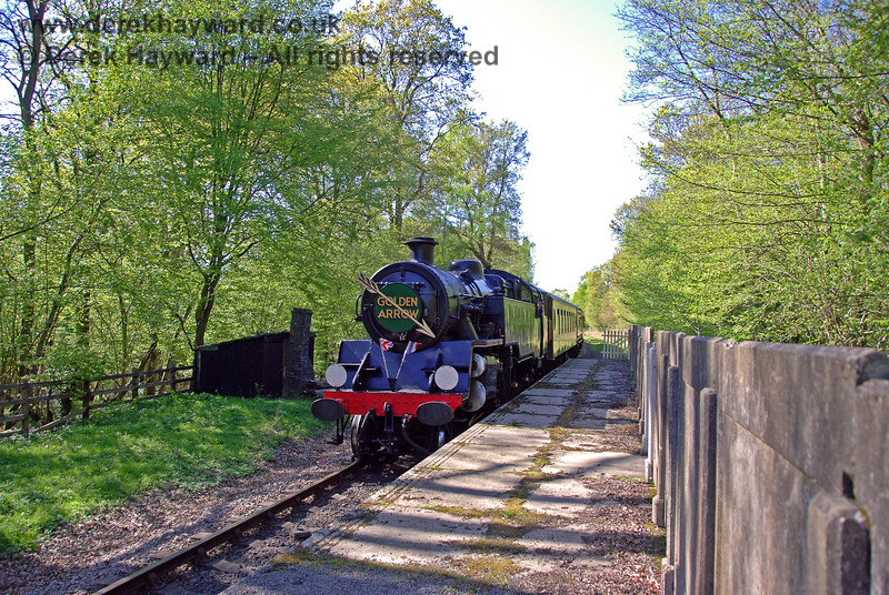 80151 runs through Ketches Halt with the Golden Arrow. 26.04.2009