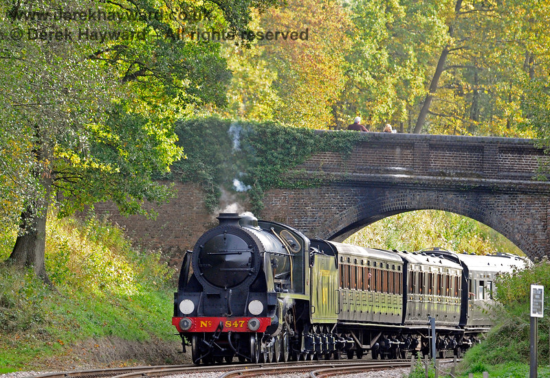 847 steams under Leamland Bridge. 13.10.2018 16819