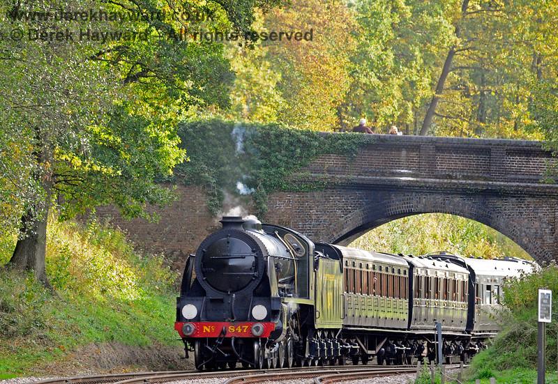 847 steams under Leamland Bridge. 13.10.2018 16819