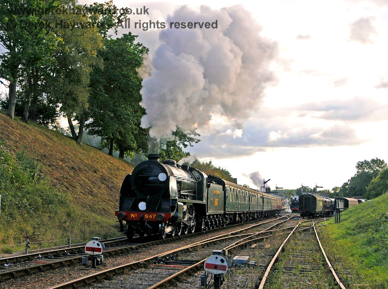 It is dusk as 847 steams north from Horsted Keynes. 02.10.2016 16441