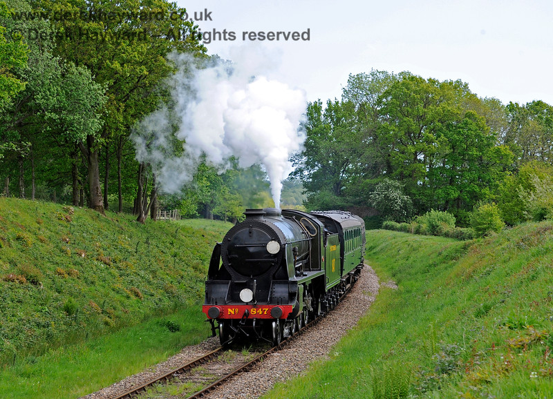 847 steams north towards the site of the former Freshfield Halt. 17.05.2015 11308