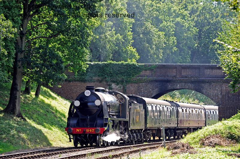 847 steams under Leamland Bridge. 26.08.2016 13896