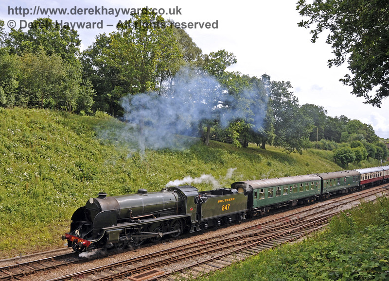 847 leaves Horsted Keynes.  28.06.2014  10835