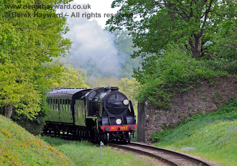 847 passes through the ruins of Town Place Farm Bridge. 17.05.2015 11295