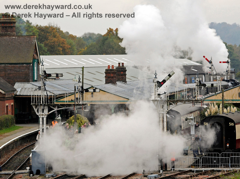 Photographs don't always turn out as intended.  847 leaves Horsted Keynes (it's in there somewhere). 29.10.2016 14468