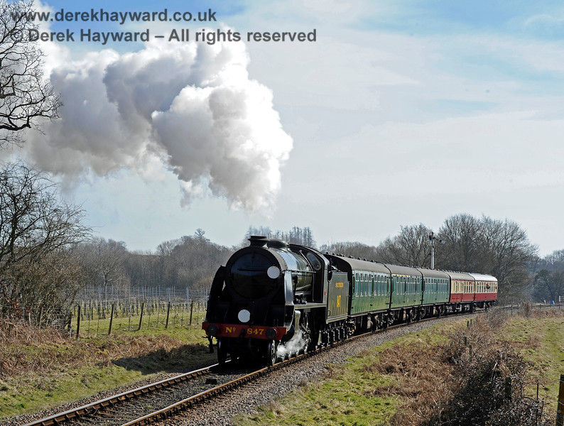 847 steams towards Ketches Halt. 07.03.2015 10388