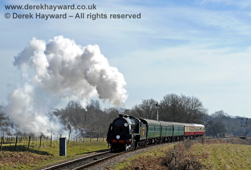 847 steams north towards Ketches Halt. 07.03.2015 10385