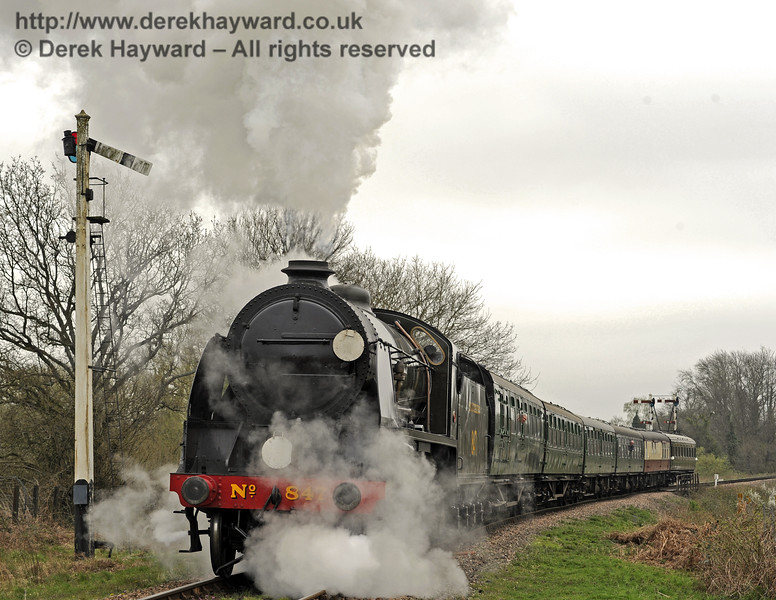 847 passes the Sheffield Park Advance Starter with a wedding special.  05.04.2014  8884