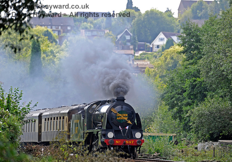 847 rounds the bend from West Hoathly Goods Yard, with the village in the background. 27.08.2017 15999