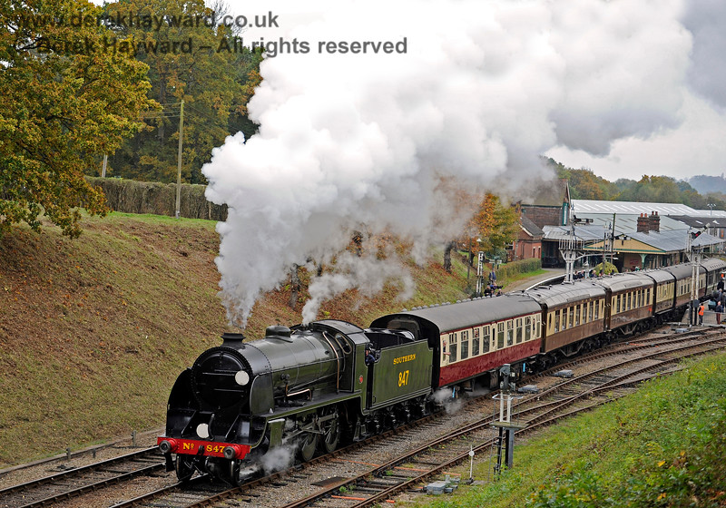 847 steams north from Horsted Keynes. 29.10.2016 14476