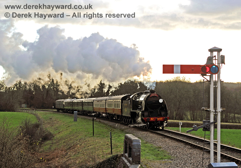 It is starting to get dark as 847 approaches New Road Bridge with a Santa Special. 20.12.2014 10260