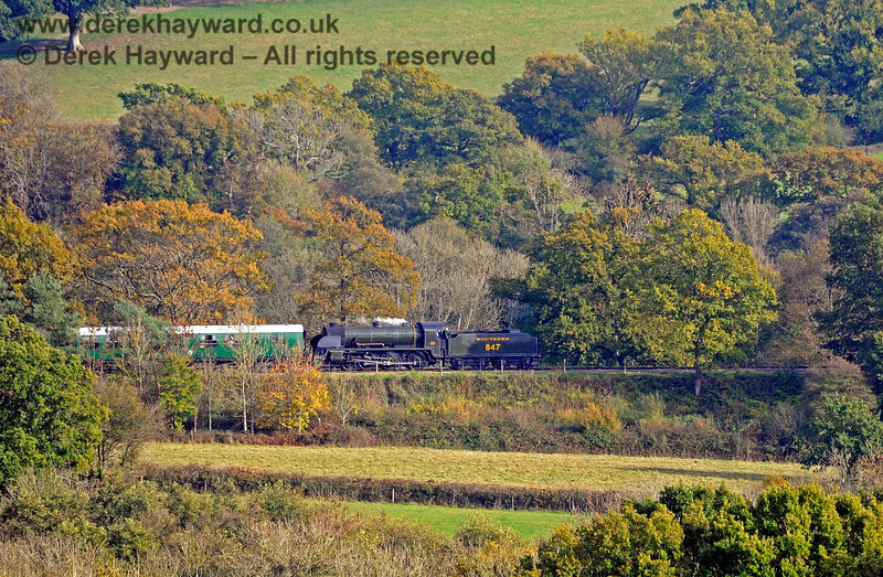 847 running south into Horsted Keynes amongst the Autumn colours. 24.10.2018 16829