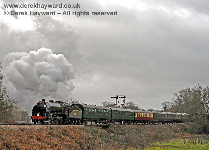 847 steams north over Poleay Bridge. 14.12.2013 8502