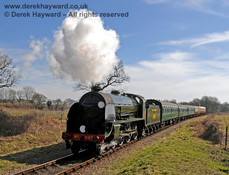 847 steams towards Ketches Halt. 07.03.2015 11980