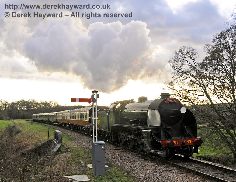 847 crosses New Road Bridge with a Santa Special.  20.12.2014  11846
