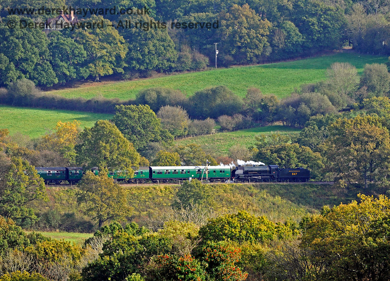 847 running south into Horsted Keynes amongst the Autumn colours. 24.10.2018 16835