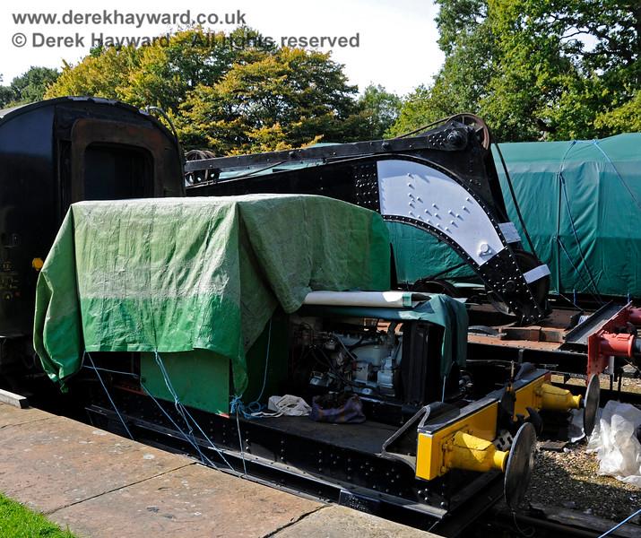 Working on the engine of Howard Petrol Locomotive 957 Britannia at Horsted Keynes. 24.09.2017 17955