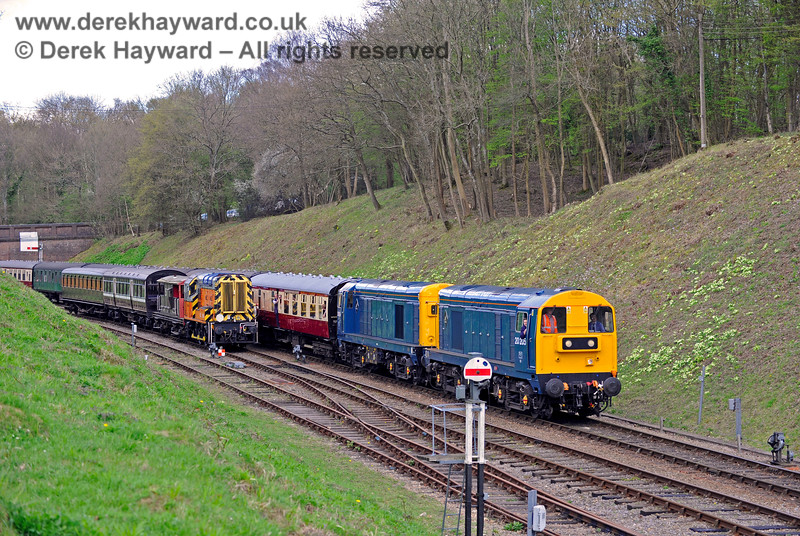 09018 stands north of Horsted Keynes as two Class 20s (visiting) arrive with a service train. 02.04.2017 14894