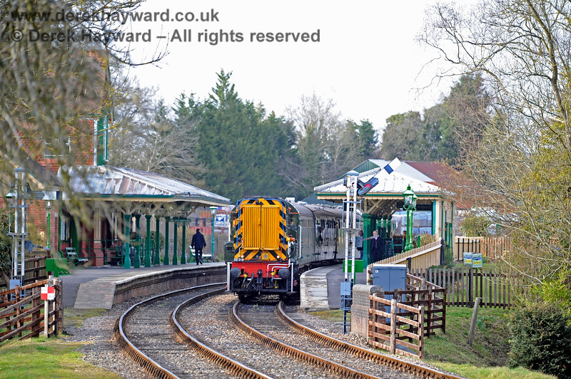 D4106 awaits departure from Kingscote. 23.03.2018 16386