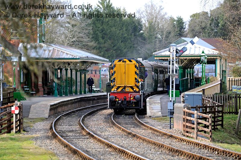 D4106 prepares for departure from Kingscote. 23.03.2018 16387