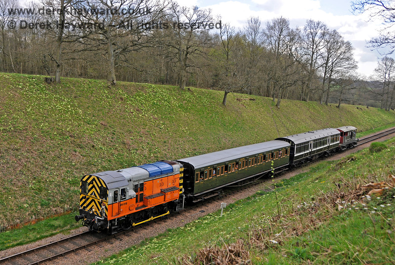 09018 in the cutting south of Three Arch Bridge. 02.04.2017 17031