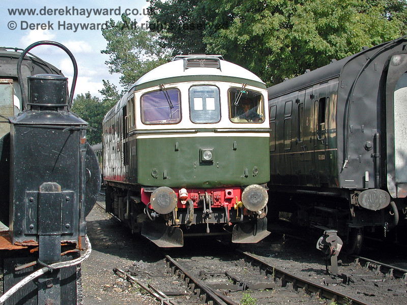 D6570 in service at Tenterden Town on 30.08.2000