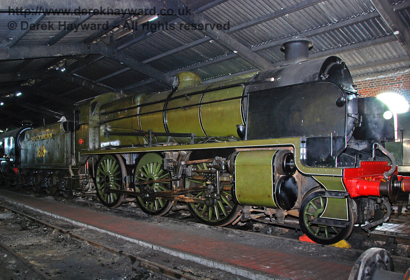 The central part of the engine shed is very dark, but I used what light was available for this rare shot of 1618. 27.09.2009.  The engine has since been painted in black livery.