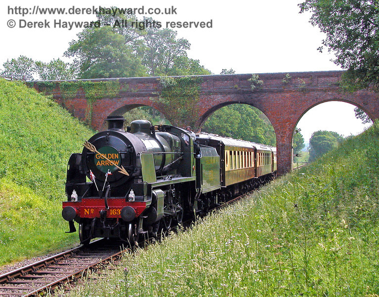 1638 passes through Three Arch Bridge. 11.06.2006