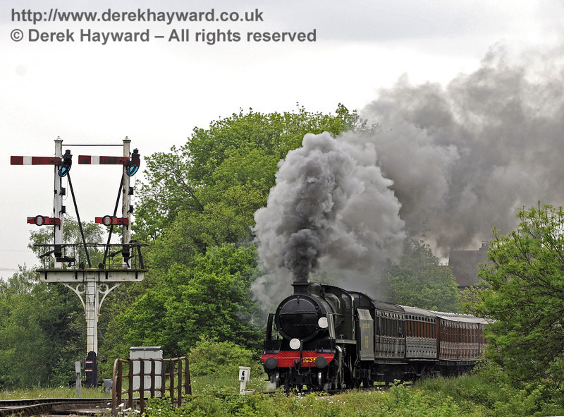 1638 steams north from Sheffield Park.  01.06.2013  8904