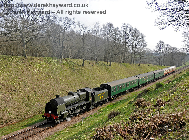 The primroses are out on the side of the cutting as 1638 approaches Three Arch Bridge.  10.04.2015  12153