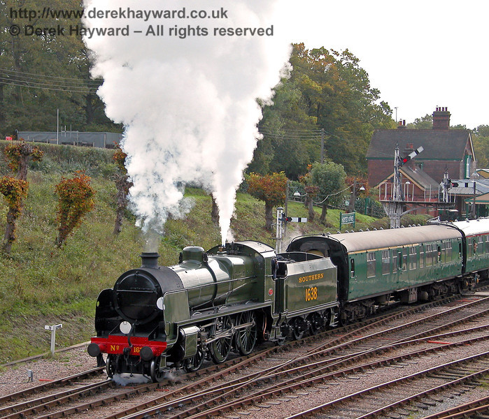 1638 blows off as it leaves Horsted Keynes. 27.10.2006