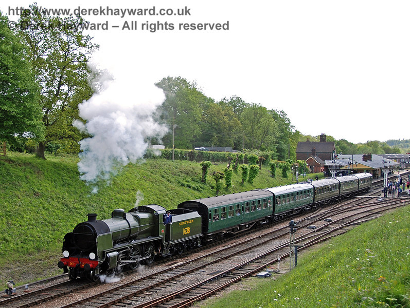 1638 leaves Horsted Keynes with a northbound train.  09.05.2009  0145